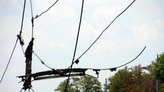 Tролейбусни жици се стовариха върху кола в Пловдив