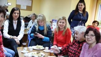 """Светлана Ангелова посети Дневния център на Фондация """"Трета възраст"""" в Русе"""