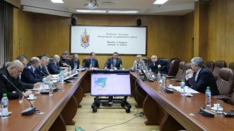 Маринов: Водачите на тирове да спазват стриктно полицейските разпоредби