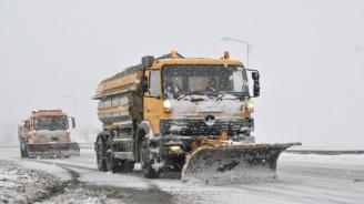 Машини не почистили заледения пътен участък край Пазарджик