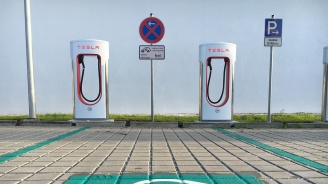 Зарядни станции на Tesla ще покрият цяла Европа през 2019 г.