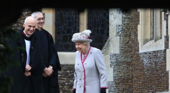 Британското кралско семейство присъства днес на коледната служба в Сандрингам