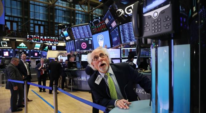 Зрелищно поскъпване на акциите при закриването на сесията на Уолстрийт