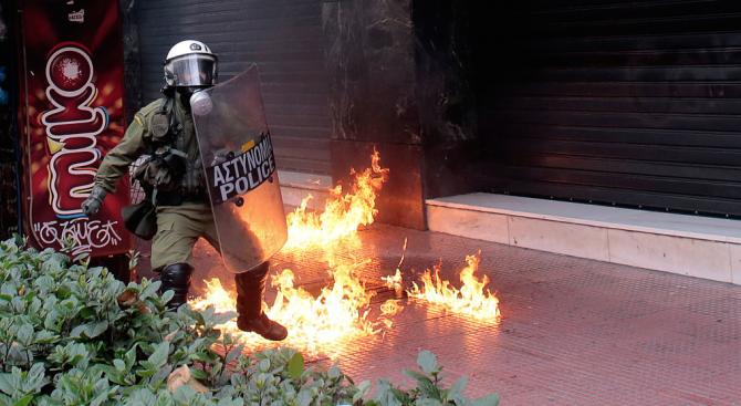 Взрив пред църква в Атина