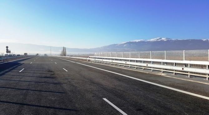 Възстановено е движението по пътя Своге – Нови Искър. Това
