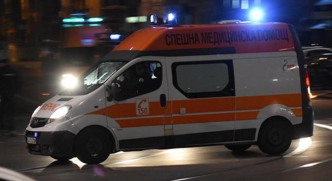 17-годишен от село Партизани е с опасност за живота след като заби колата си в дърво