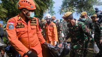 Жертвите в Индонезия станаха 334, ранените са 764