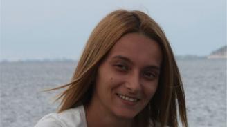 Млада жена има нужда от помощ в битката с коварно заболяване