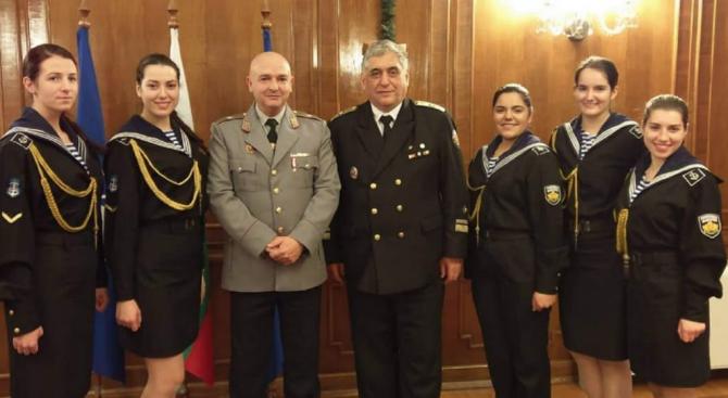 От народната носия до военната униформа – пътят на един бъдещ лекар под пагон (снимки)