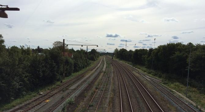 Тежък инцидент с влак на мост в Дания, има жертви (обновена)