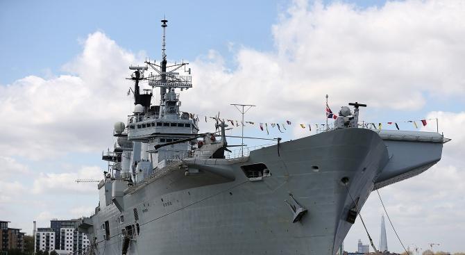 По искане на британското вътрешно министерство кораб от кралските военноморски