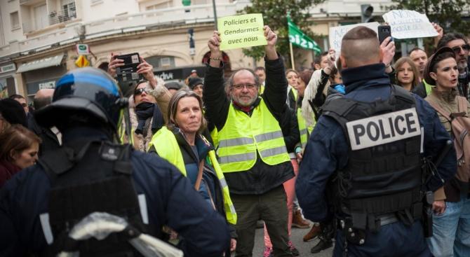 """Стотици протестиращи вземат участие в днешния митинг на """"жълтите жилетки"""""""