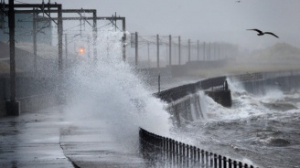Арктически ураган връхлетя Северна Европа