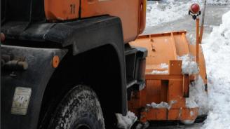 """18 машини чистят магистрала """"Струма"""" в Пернишко"""