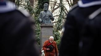 България почете 171 години от рождението на Ботев (снимки)