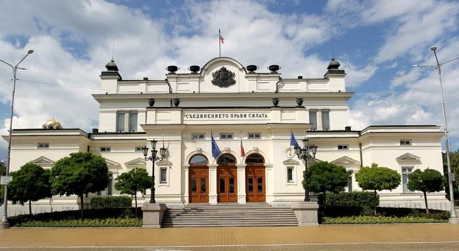 Парламентът е изхарчил 564 хил. лв за обществени поръчки за по-малко от месец