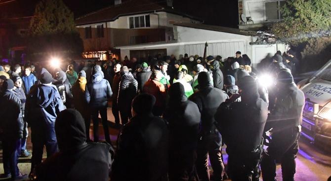 Циганин отправи люти заплахи към българите от Войводиново на живо във Фейсбук (видео)