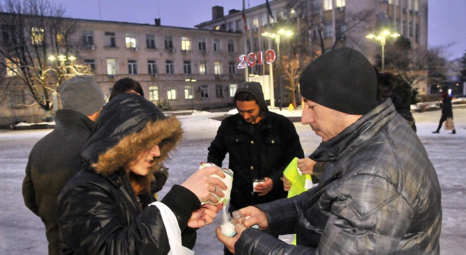 Младежи протестираха символично срещу заледените улици в Силистра (снимки)