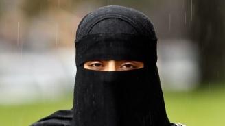 В Тайланд задържаха саудитска тийнейджърка, избягала от родината си
