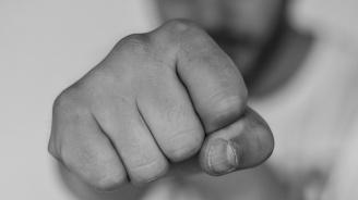 """Близнаци си напpавили """"силова групировка"""" в благоевградско училище, бият и тормозят другите ученици"""