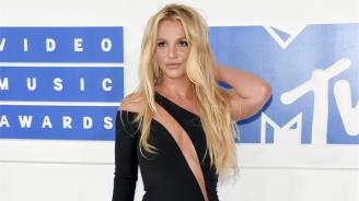 Бритни Спиърс отлага издаването на следващия си албум заради болния си баща