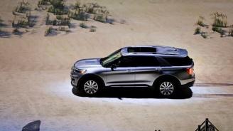 Високопроходимите автомобили на Форд и Кадилак откриват автомобилното изложение в Детройт