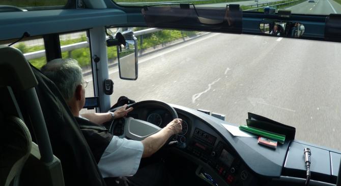 Нашенци седяха 17 часа на пътя заради развален автобус