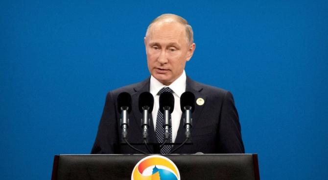 Владимир Путин успокои плачещо дете (видео)