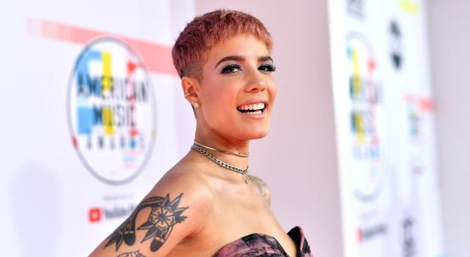 """Певицата Холзи оглави класацията на """"Билборд"""" за сингли"""