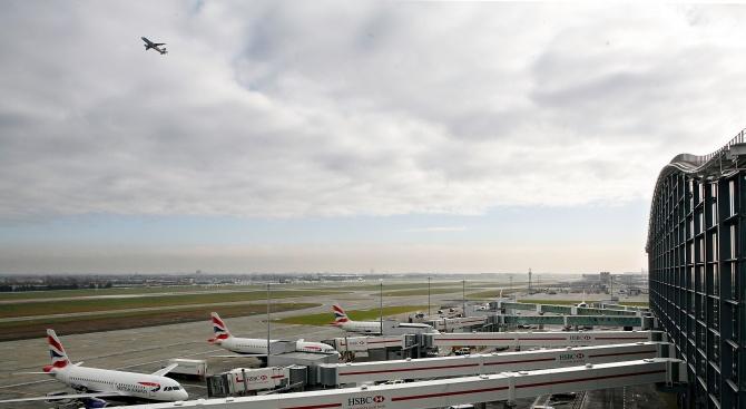 Лондонското летище Хийтроу временно прекрати излитането на самолети заради дрон