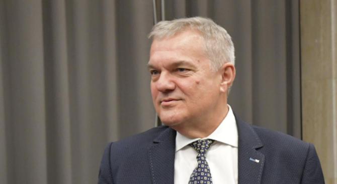 Румен Петков: Докладът на Каракачанов за F-16 e повод за вот на недоверие