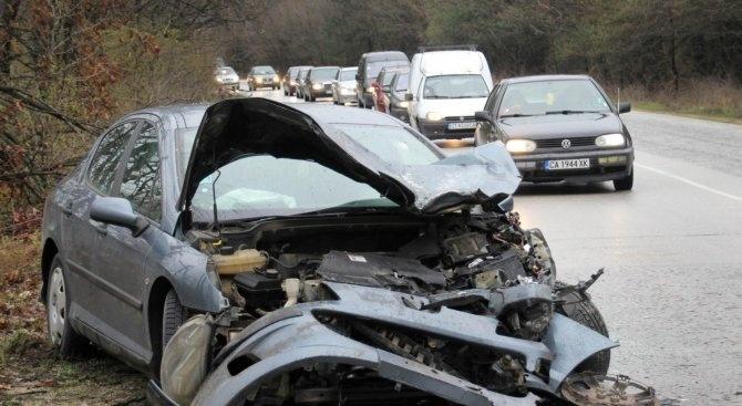 Катастрофа на пътя Пазарджик-Панагюрище: Една жена е пострадала