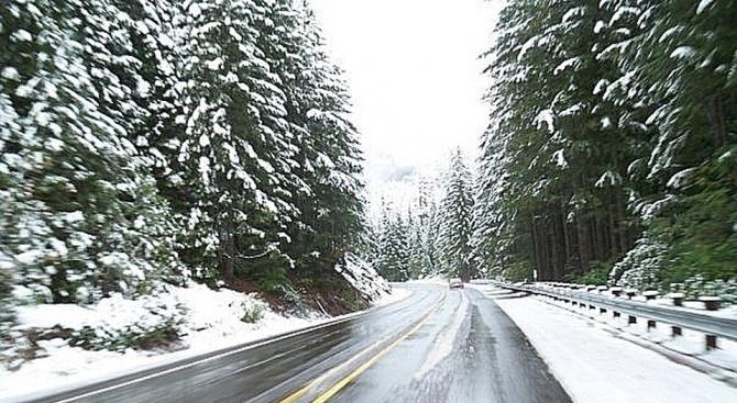 Въпреки обилния снеговалеж всички пътища в Монтанско са проходими, съобщиха