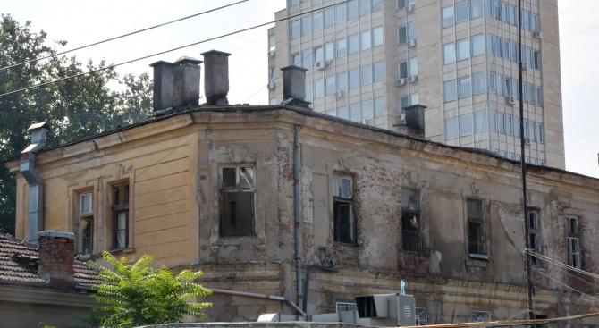 """Зам.-кметът доц. д-р Тодор Чобанов ще провери работата по аварийното укрепване на """"Царските конюшни"""""""