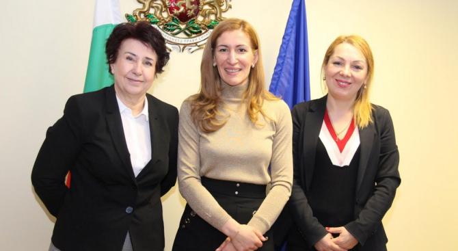 Николина Ангелкова проведе работна среща с кмета на Перник