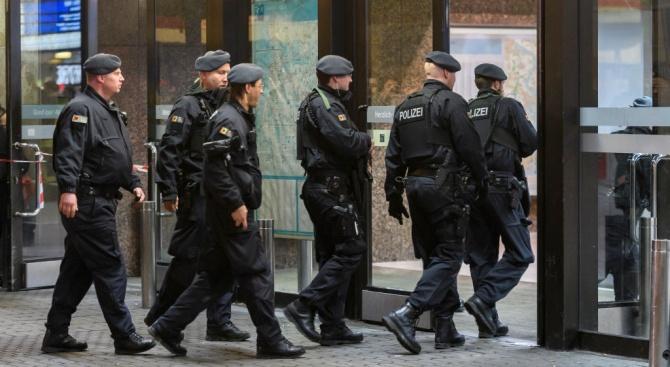 """Евакуираха съдилища в Германия заради """"бомби"""""""