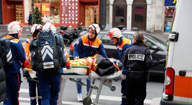 Двама пожарникари са загинали при взрива в Париж (снимки+видео)
