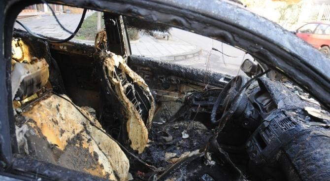 Луксозен автомобил изгоря тази нощ в Стара Загора