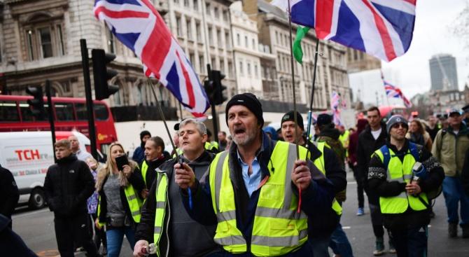 Хиляди протестираха днес в Лондон, вдъхновени от френското протестно движение