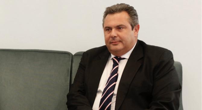 Министърът на отбраната на Гърция подаде оставка във връзка със споразумението с Македония