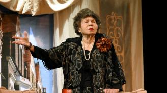 """Стоянка Мутафова чества """"70 години на сцена"""" на рождения си ден"""
