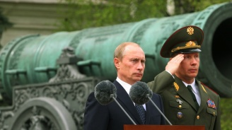 Владимир Путин гръмна с топ (видео)