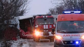 Челен сблъсък на тирове блокира пътя Русе-Бяла, има загинал и тежко ранен (снимки)