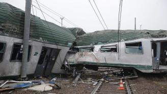Два влака се сблъскаха в ЮАР, има жертви и ранени