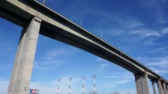 Мъж се хвърли от Аспаруховия мост, загина на място