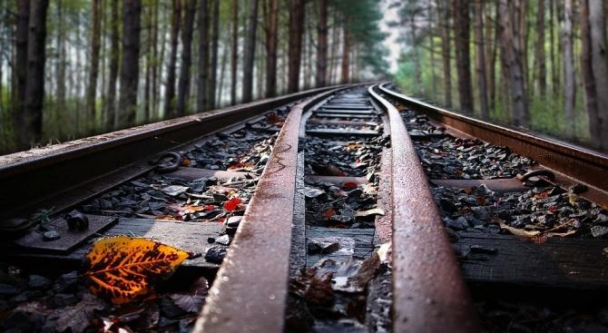 Мъж пострада, след като се хвърли на жп релсите пред влак