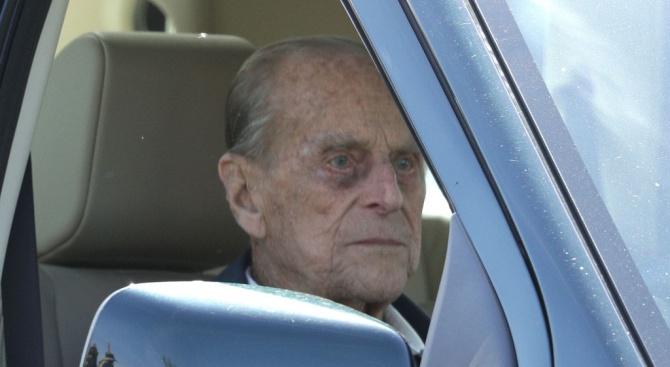 Принц Филип катастрофира (снимка)