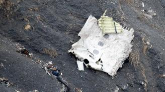 Самолет с 16 души на борда се разби в Иран (видео)