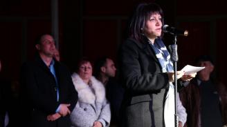 Караянчева: Днес е нужно да бъдем единни, защото градим нова България – свободна, демократична, равноправна (снимки)