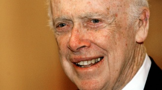 Отнеха титли на нобелов лауреат заради расистки коментари